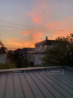 空,夕日,屋外,雲,夕暮れ,窓,家,樹木