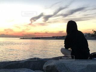 女性,自然,風景,海,空,屋外,雲,夕暮れ,水面,海岸,人物,人