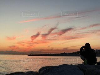 女性,自然,空,屋外,雲,夕暮れ,水面,海岸