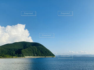 夏:水と山の働く場所の写真・画像素材[4684183]