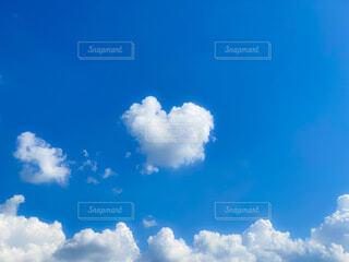君に届けハート雲の写真・画像素材[4688835]