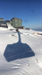 雪に覆われた斜面の写真・画像素材[929211]