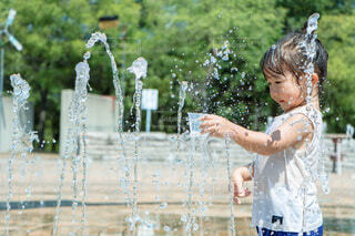 暑い日は水遊び!の写真・画像素材[4738325]