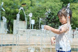 暑い夏は水遊び!の写真・画像素材[4751903]