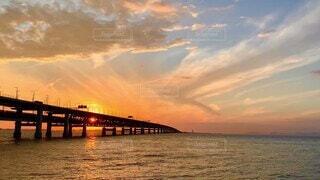 風景,海,空,夕日,屋外,太陽,ビーチ,雲,夕焼け,夕暮れ,水面,夕方,旅行,きれいな空,空模様,関西空港連絡橋