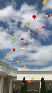 幸せを願う風船の写真・画像素材[4694249]