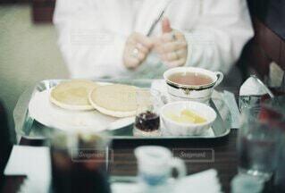 喫茶店でのひとときの写真・画像素材[4780056]