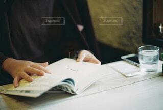 カフェでのひとときの写真・画像素材[4868433]
