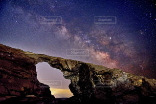 馬の背洞門と天の川の写真・画像素材[4759723]