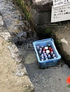 湧き水で冷やしたラムネの写真・画像素材[4731437]