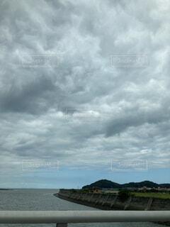 迫る雨雲の写真・画像素材[4782911]