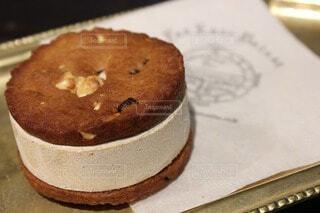 ヘーゼルナッツアイスクッキーサンドの写真・画像素材[4701615]