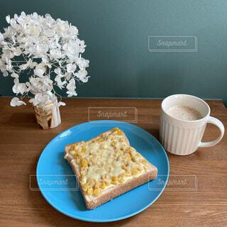 朝食はコーンマヨの写真・画像素材[4841083]
