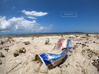 海と空き缶の写真・画像素材[4709623]