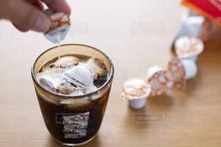 テーブルの上のコーヒー カップの写真・画像素材[1252960]
