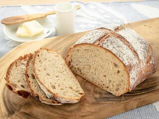 カフェ,朝食,パン,リラックス,バター,おうちカフェ,ドリンク,おうち,ライフスタイル,ハチミツ,カンパーニュ,おうち時間