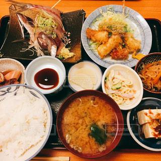 皿は皿の上に食べ物の種類でいっぱいです。の写真・画像素材[1041652]
