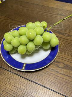 食べ物,食事,屋内,フード,テーブル,果物,皿,ブドウ,飲食,リンゴ