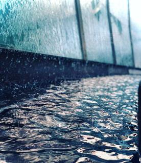 水の波の写真・画像素材[4709731]