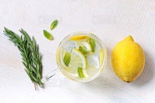 自家製レモンミントソーダーの写真・画像素材[4714583]