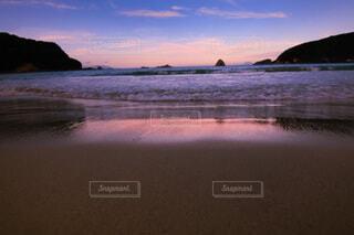 夕暮れのビーチの写真・画像素材[4815229]