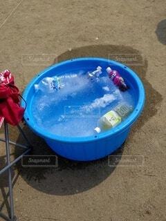 夏の浜辺の清涼オアシスの写真・画像素材[4716754]
