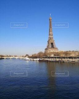 セーヌ川とエッフェル塔の写真・画像素材[4721596]