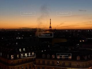 日没時のエッフェル塔の写真・画像素材[4721594]