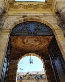 古い建物の入口の写真・画像素材[4731826]