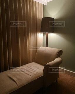 ホテルの部屋のベッドルームの写真・画像素材[4738865]