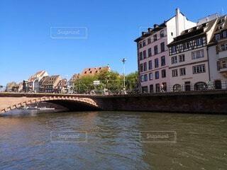 川にかかる橋の写真・画像素材[4740774]