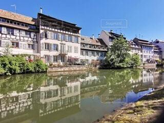 都市を流れる川の写真・画像素材[4740782]