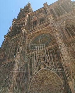 正面から見上げるストラスブール大聖堂の写真・画像素材[4744104]