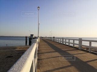 海の上の桟橋の写真・画像素材[4747507]