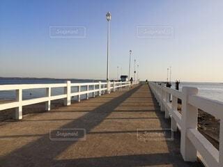 海へ続く桟橋の写真・画像素材[4747508]