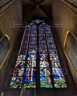 ジャンヌダルクが描かれたステンドグラスの写真・画像素材[4749242]