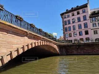 ストラスブールの川にかかる橋の写真・画像素材[4750506]