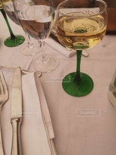暑い日に飲んだワインの写真・画像素材[4768464]