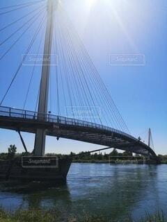 川にかかる橋の写真・画像素材[4768484]