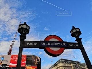 ロンドンの地下鉄の看板の写真・画像素材[4768807]