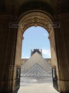 ルーブル美術館のピラミッドの写真・画像素材[4771254]