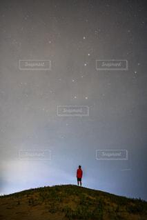 星と人の写真・画像素材[4725488]