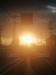 日没時の都市の眺めの写真・画像素材[4731924]
