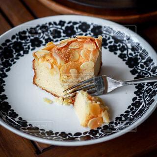 皿の上のチーズケーキの写真・画像素材[4820798]
