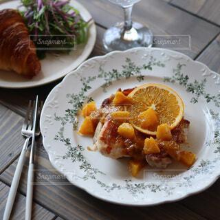 朝食,ディナー,オレンジ,食器,レストラン,肉,料理,テーブルフォト,鶏肉,ファストフード,大皿,チキンステーキ,オレンジソース,おうちレストラン,タカラ本みりん,果物ソース