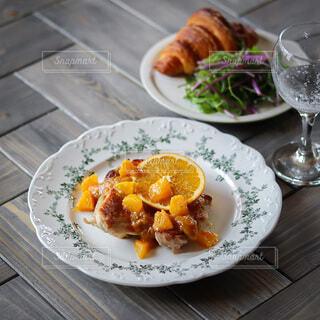 ディナー,オレンジ,肉,料理,テーブルフォト,鶏肉,チキンステーキ,鶏肉料理,オレンジソース,おうちレストラン,タカラ本みりん,果物ソース