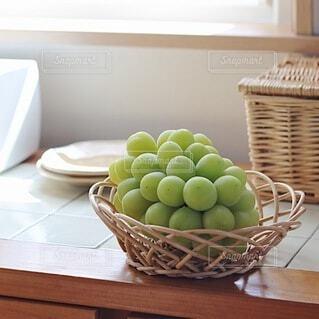 テーブルの上の果物の写真・画像素材[4882384]