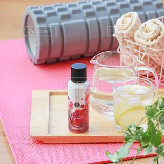 屋内,テーブル,休憩,ボトル,ドリンク,ヨガ,レモン水,運動時の水分補給