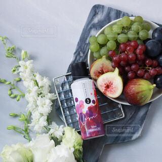 食べ物,花,白い花,フルーツ,果物,葡萄,カッティングボード,イチジク,フルーツ盛り合わせ,ぶどう,リンゴ,無花果,いちじく,果物盛り合わせ,ベースミネラル
