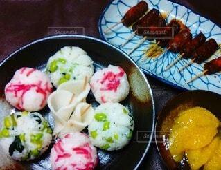 枝豆と紅生姜の手毬握りの写真・画像素材[4945124]